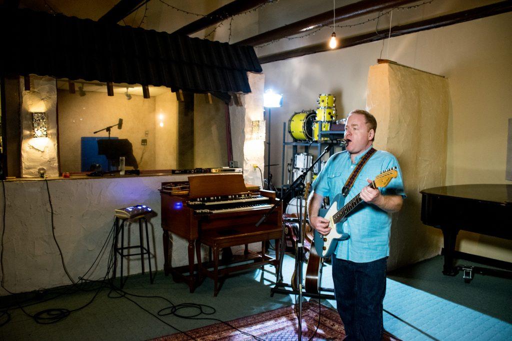 Richie Kaye at Sugarhill Studios playing a Don Grosh Electrajet